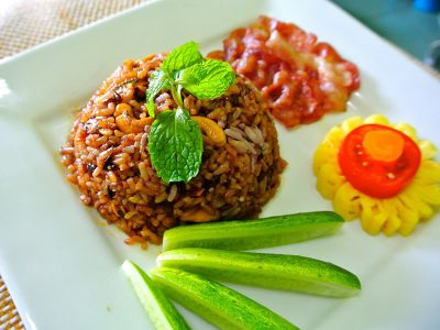 Thai fried rice with fruit and vegetables